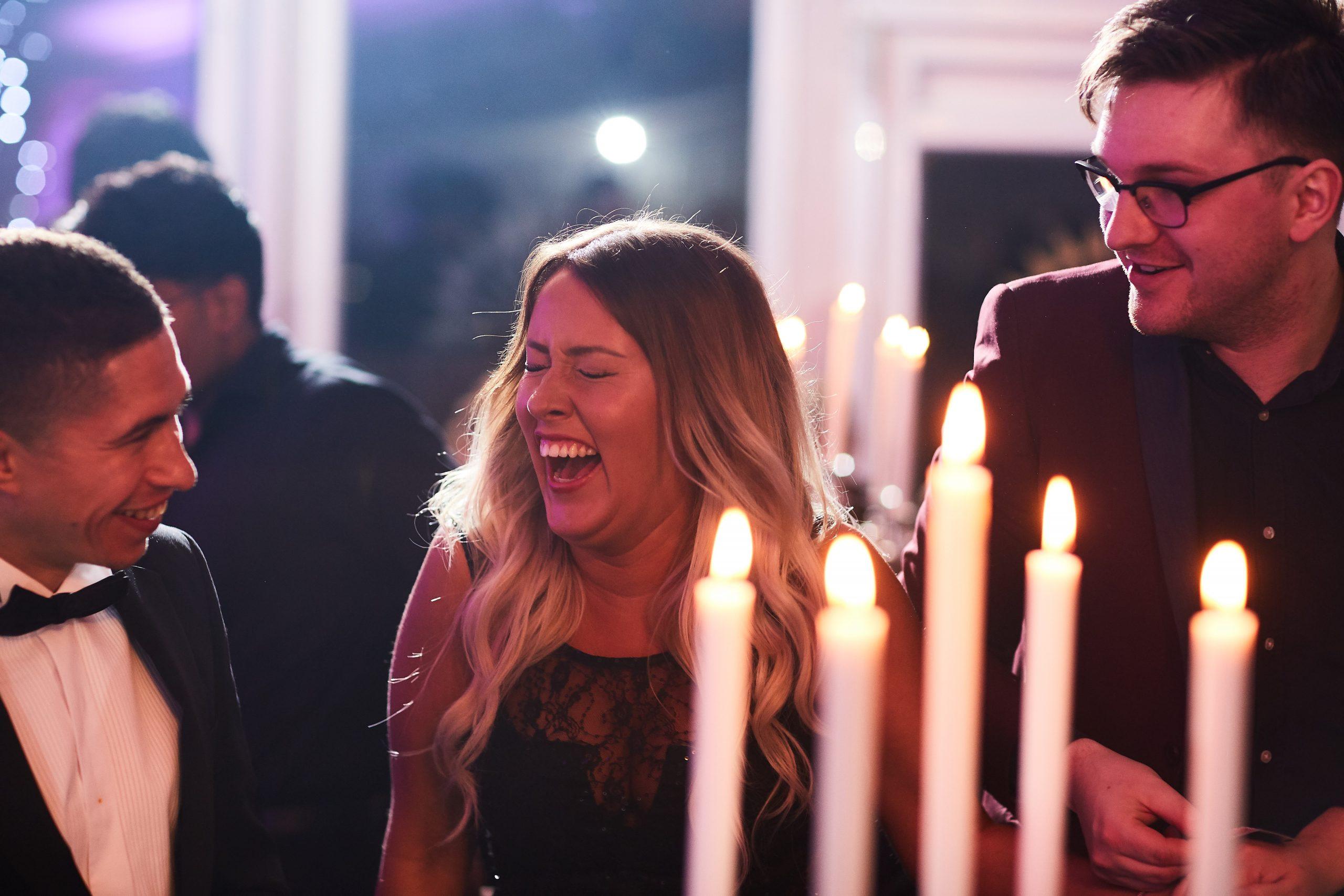 https://www.arronjones.co.uk/wp-content/uploads/2021/02/wedding-magician-scaled.jpg